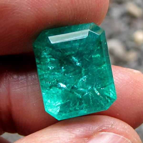 loose emerald muzo emerald natural emerald colombian emerald